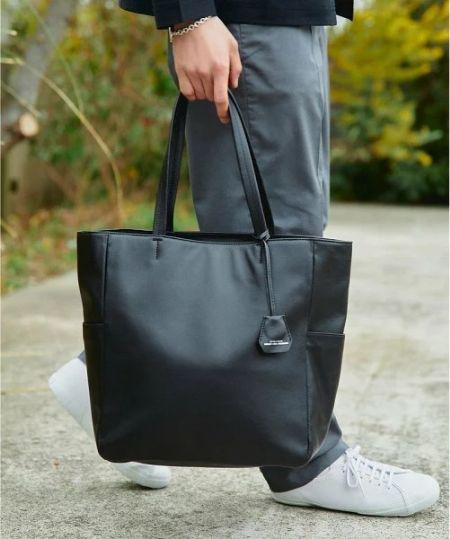 ワードローブに使えるトートバッグはありますか?