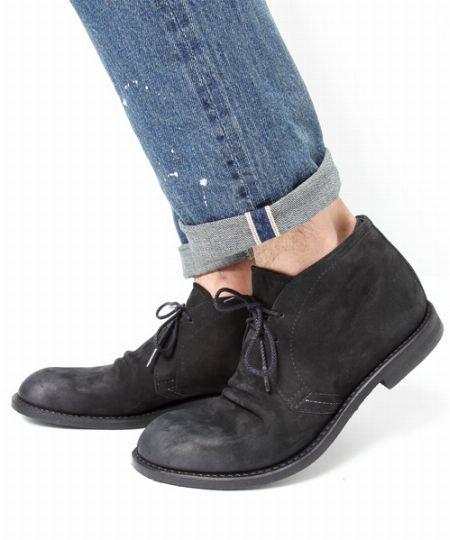 履き心地はスニーカーに近く、見た目は革靴のように上品