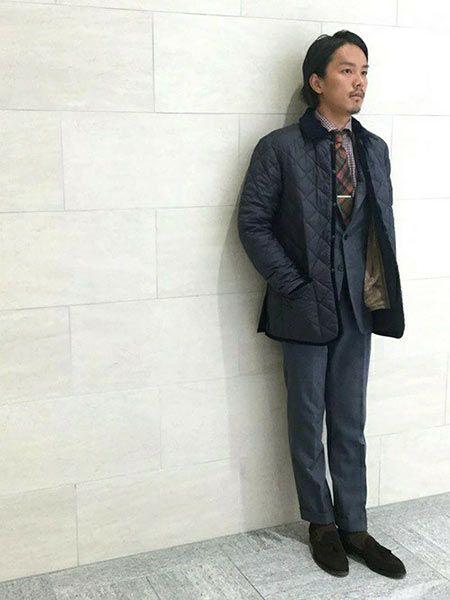 ▼ビジネススタイルに『ラベンハム』のキルティングジャケットを取り入れた好サンプル
