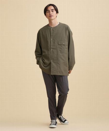 首元からのTシャツのチラ見せがバランス良く着こなすコツ