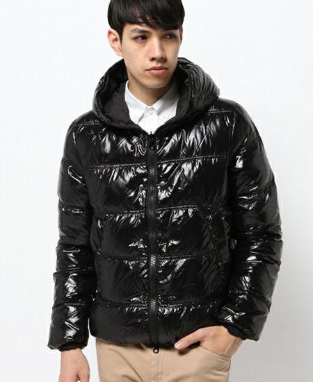 不滅の冬アウターとして君臨するダウンジャケット、その魅力とは