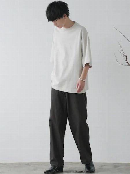 バングルといえば、これ。「シルバー」の輝きが、腕元から男をアゲる