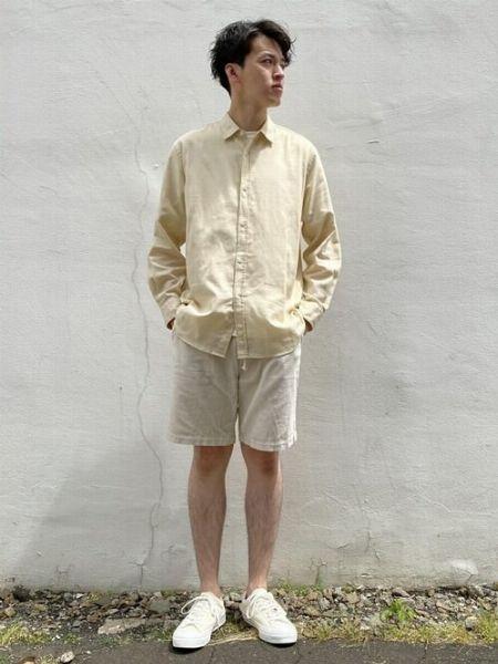 ショートパンツを使った白コーデも絶妙な変化でおしゃれに