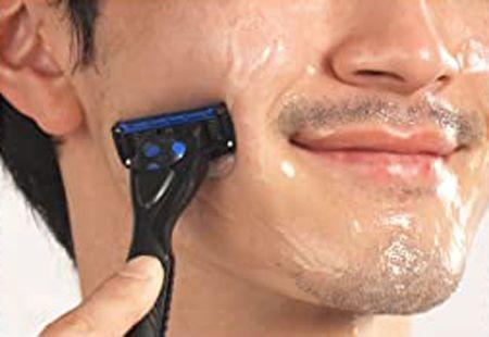 ひげを整えるときや乾燥が気になるときは「ジェル」タイプを