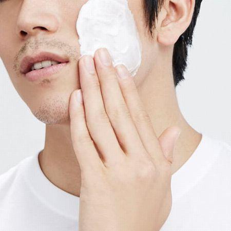 肌を守る快適なシェービングのためには濃密な泡を