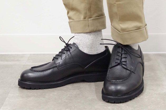 Uチップの革靴は、ビジネスにもカジュアルにもマッチする万能選手だ