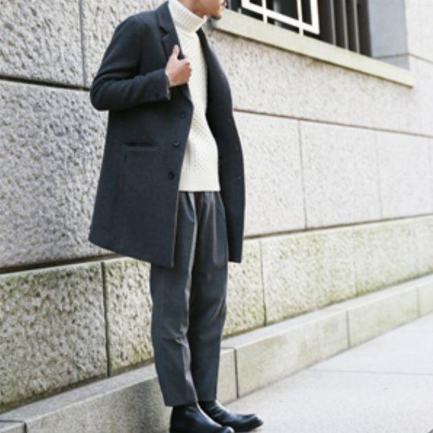 スラックスの着こなしで演出する大人の品格