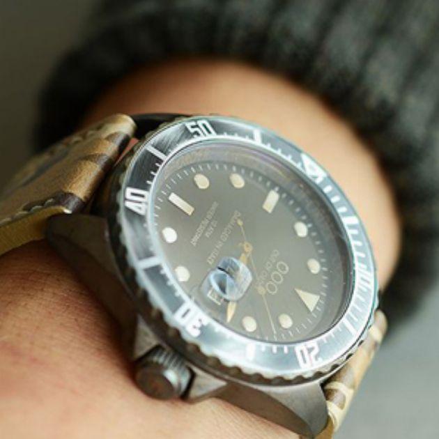 ヴィンテージ加工が秀逸!アウトオブオーダーの腕時計