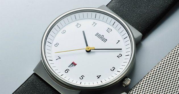 シンプルデザインの極み。ブラウンの腕時計が大人に似合う