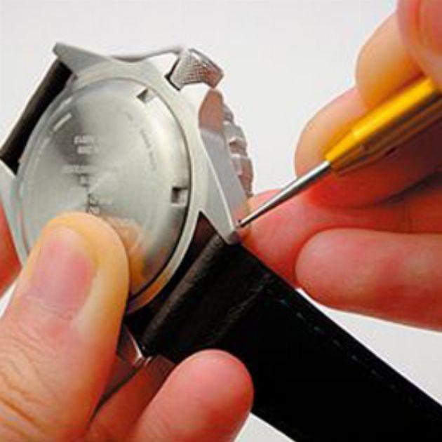 はじめてでも安心。腕時計のベルト調整と交換方法