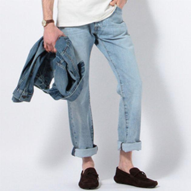 旬だから差をつけよう。薄色デニムパンツの着こなし方