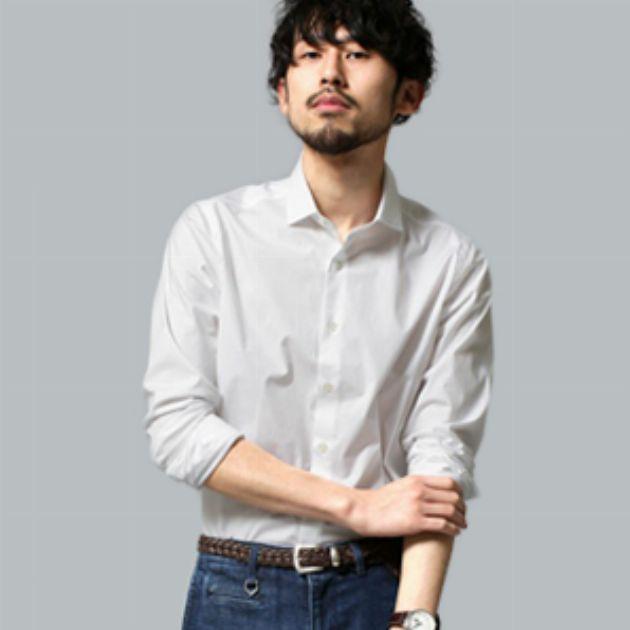 白シャツとデニム。定番のコーデは30代からが似合う
