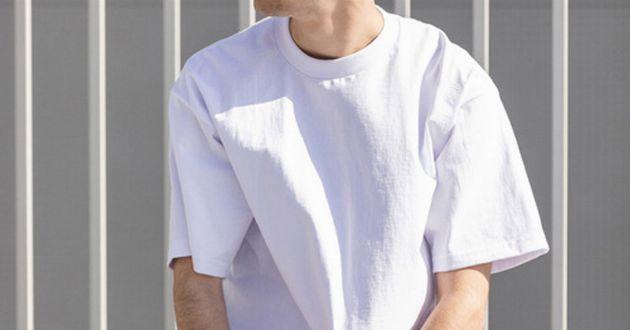 夏に着たい白Tシャツは、ビッグサイズで一つ上の男に