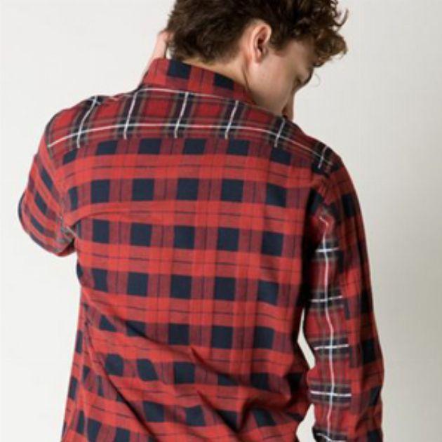 ネルシャツの選び方:人気ブランドとメンズコーデ紹介
