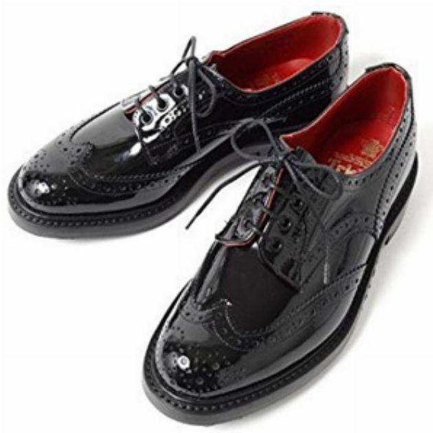 ジワジワきてるモードトレンドにはパテント靴が適役