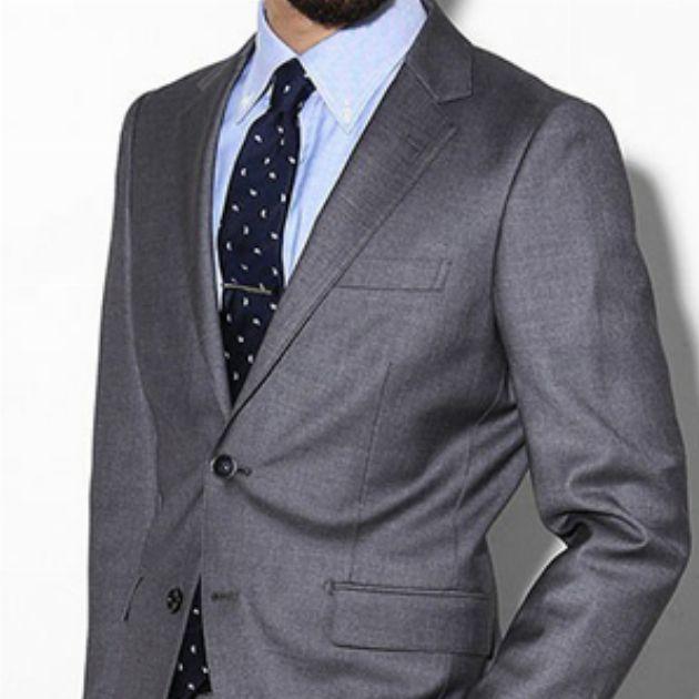 スーツのVゾーン。秋冬はエレガンスにまとめるべし