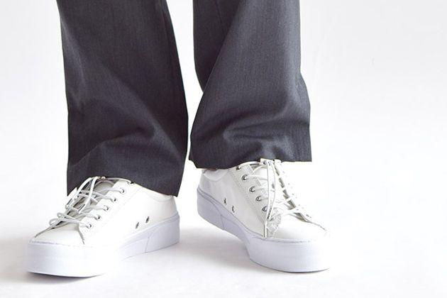 ビジネスに合わせたいスニーカー10選。スーツに似合うブランドを厳選