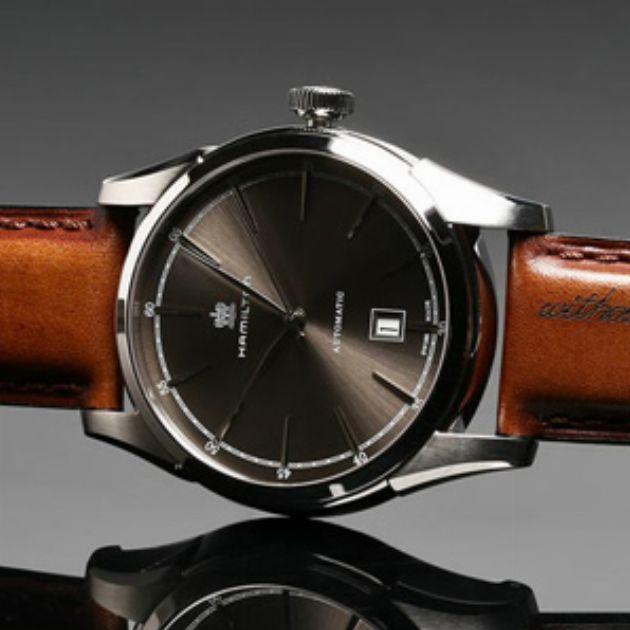 秋冬気分を盛り上げる。革ベルトの腕時計20選