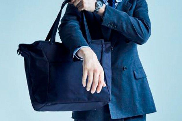 オンでもオフでも大活躍。ナイロントートバッグは我々の心強い味方だ