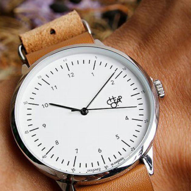 税込7,344円。チーポの腕時計がクラシカルでおしゃれ