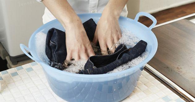 """""""色落ちしにくい""""ジーンズの洗濯。プロがやり方を紹介"""