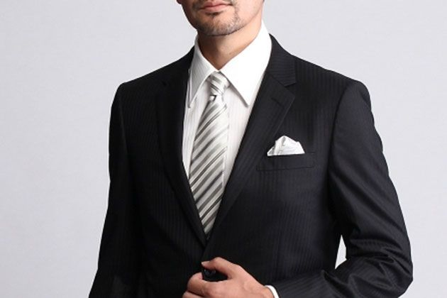華やかさと洒落感を演出。結婚式に最適なネクタイとは