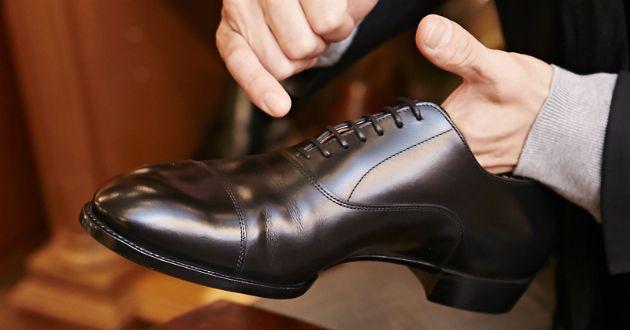 靴を美しく履くために。知っておきたい、革靴のひもの通し方