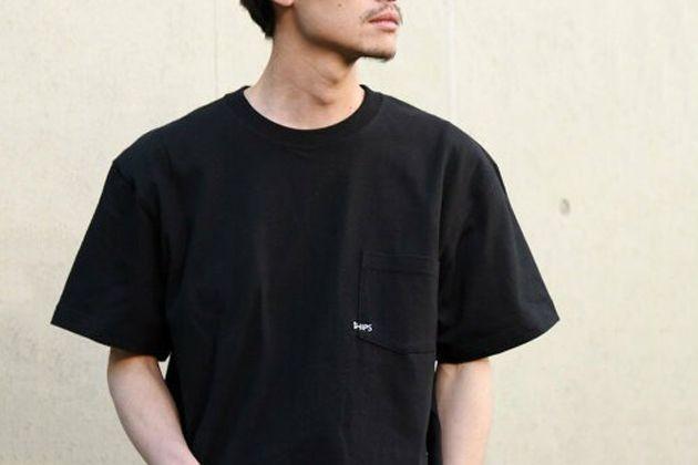 黒Tシャツを着こなして夏もシックに装う