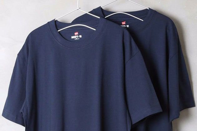 サマースタイルを精かんに。ネイビーTシャツの着こなしとおすすめ9選