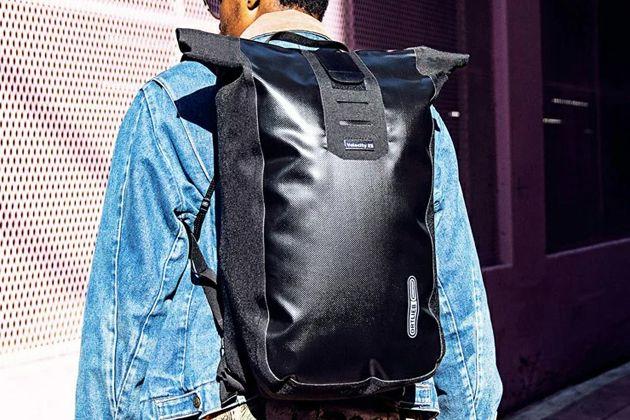 ハイスペックでおしゃれな防水バッグなら、とっさの雨にも動じない