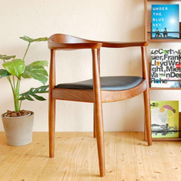 やさしい空間へ誘うハンス・J・ウェグナーの木製家具