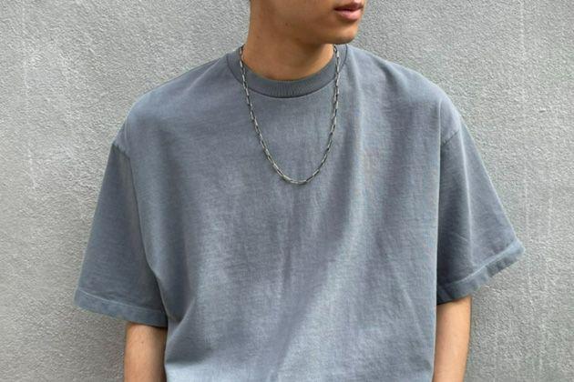 涼やかで大人顔。グレーTシャツでこなれた初夏スタイルを