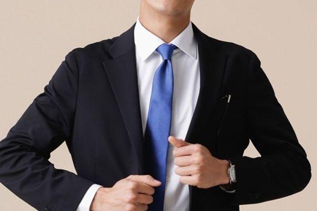 """意外と難問。ブラックスーツを""""冠婚葬祭""""に見せないビジネスコーデの作り方"""