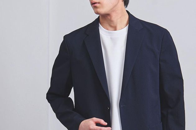 スーツのインにTシャツを合わせよう。ビジネスコーデに馴染む選び方とおすすめ10枚