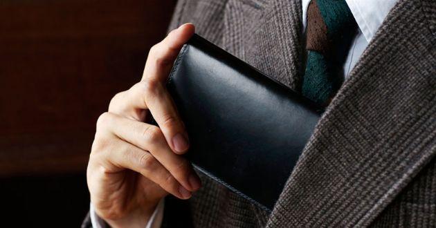 薄型の札入れが新鮮だ。ミニマル派の大人たちへおすすめしたい逸品10選