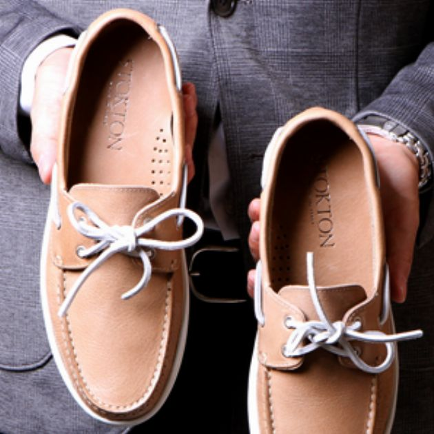 下手に気取らない革靴が大人の休日を救う