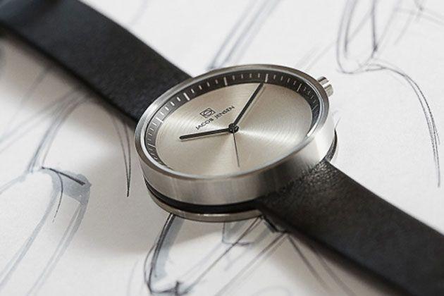 シンプルだけど印象的。ヤコブ・イェンセンの腕時計が気になる