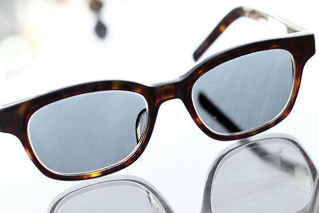 """話題の調光レンズとは? """"メガネときどきサングラス""""の便利モノ"""