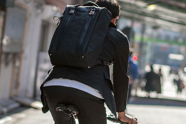 自転車通勤の正しい服装術。快適性を手に入れるアイテム選びのハウツー