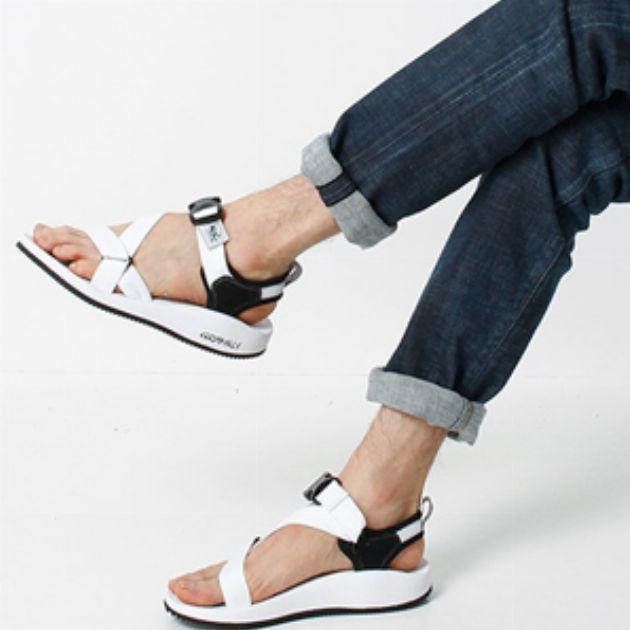 靴もグラミチで。そのフットウェアラインに注目