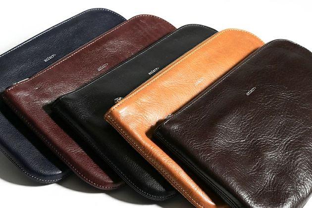 レザーポーチを使えばバッグの中がすっきりスマートに。今持つならこんな10アイテム