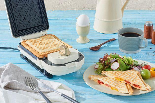 気軽な朝食に。ホットサンドメーカーを手にして、気ままな創作サンドを