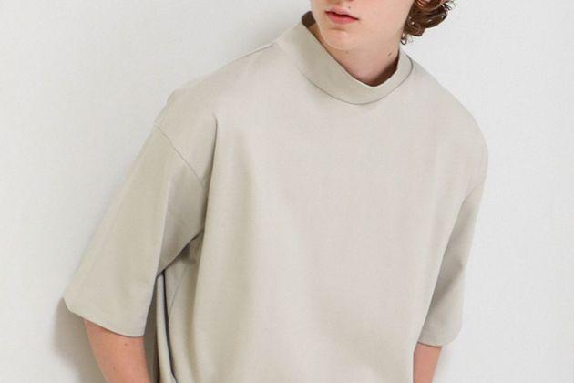 """ハイネックTシャツで、いつもの""""Tイチ""""に変化を。着こなしが変わる15枚"""