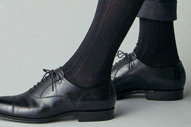 ビジネスソックスのマナーをおさらい。スーツに合わせたいのはこんな15足