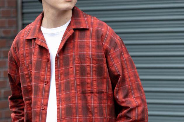 赤チェックシャツでカジュアルコーデをアップデート!