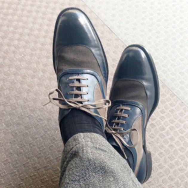 黒・茶以外の彩りある革靴で、大人のおしゃれを楽しむ