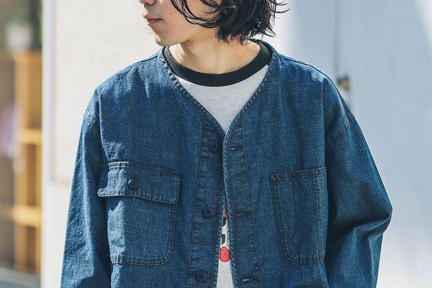 ノーカラーシャツの爽やかさに頼りたい。大人っぽさも獲得できる着こなしのヒント
