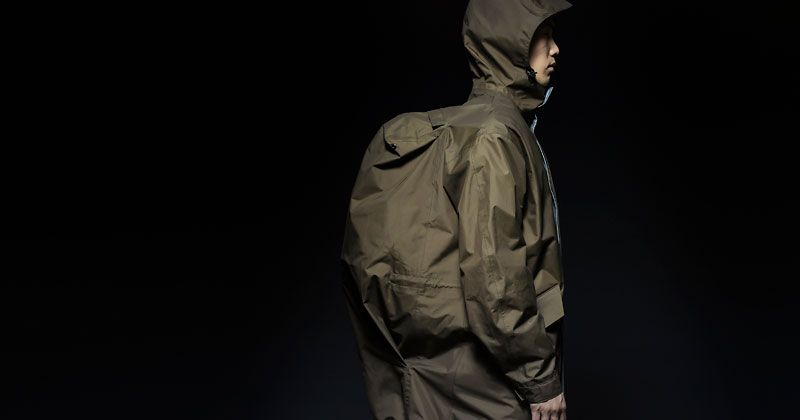 バッグと共存するという発想。マスターピースが提案する、まったく新しい服の話