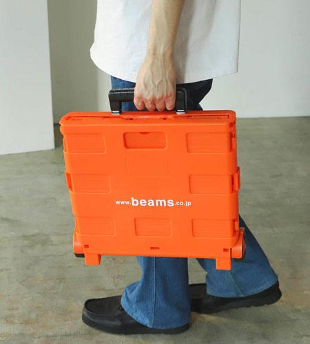 キャンプ道具の持ち運びを円滑にする、鮮やかなカラーのキャリーワゴン 2枚目の画像