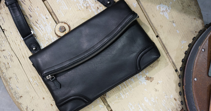経年変化を粋に楽しむ。30代が持ちたいファイブ ウッズの革バッグ